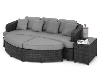 The Toronto daybed allows you to move from a comfortable daybed to a sofa with footstools and side table when any unexpected guests pop round.